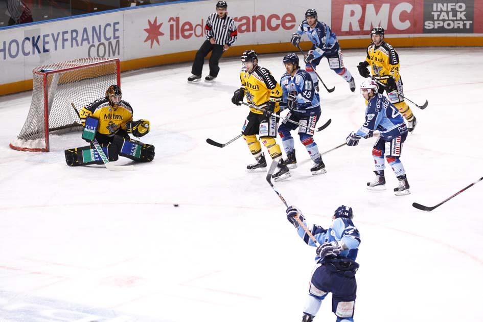 Pin hockey sur glace dessin on pinterest - Dessin hockey sur glace ...