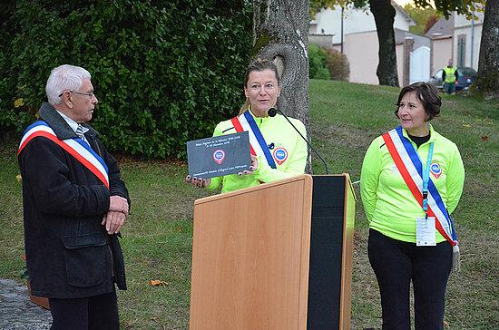 Les étapes se suivent et partout l'accueil est chaleureux. Ici à Nogent-sur-Faye, dans le département de l'Eure-et-Loire. La veille, les coureurs ont fait une halte à Rambouillet qui a permis à chacun de se restaurer et prendre une douche.