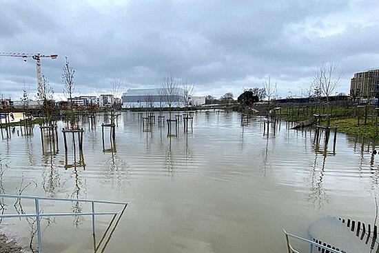 Photo du parc Saint-Serge inondé