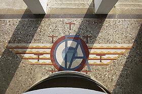 Mosaïques du hall central conçues par Isidore Odorico © Cliché CAUE de Maine-et-Loire.