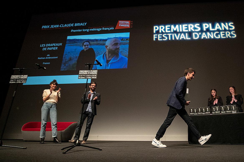 Prix du public Jean-Claude Brialy, longs-métrages français: Les Drapeaux de papier, de Nathan Ambrosioni.
