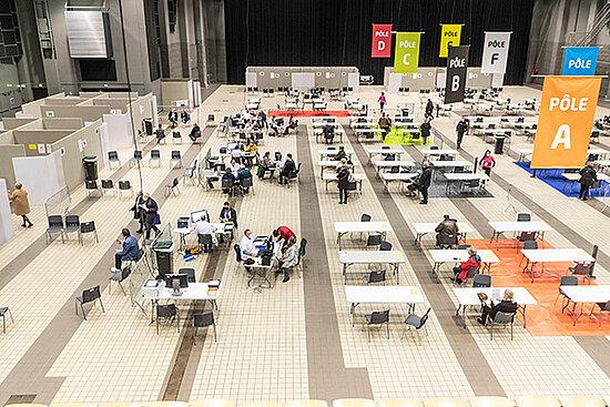 Photo du centre de vaccination d'Angers, au parc des expositions.