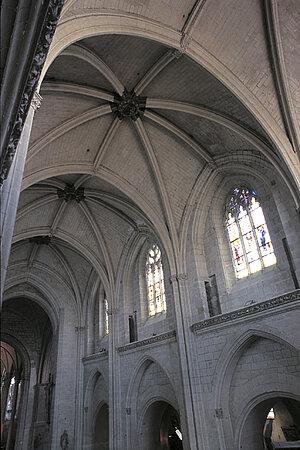 Voûtes et grandes baies de la nef (XVe siècle). © Ville d'Angers - Cliché Marc Chevalier.