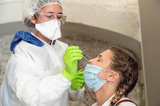 Photo de test par prélèvement nasal.