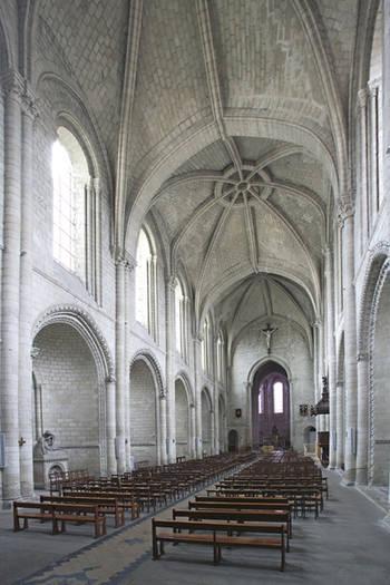 Nef de la Trinité vers le choeur.F. LASA © Inventaire général - ADAGP, 2006.