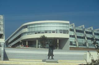 4-Statue-Jean-Moulin.jpg