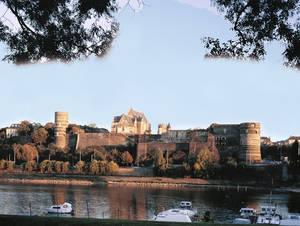 Château d'Angers : vue générale donnant sur la Maine © Cliché Bernard Renoux - C.M.N. Paris