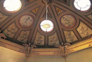 Coupole du salon.Médaillons symbolisant le théâtre et la sculpture © Inventaire général - ADAGP - Cliché François Lasa.