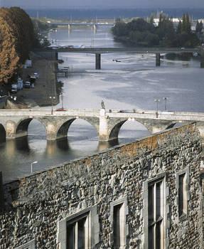 El castillo: un lugar de control fluvial y terrestre. © Imagen de Bernard Renoux C.M.N. Paris