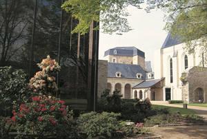Vue d'ensemble du cloître et de l'église Toussaint © Musées d'Angers - Cliché Pierre David.