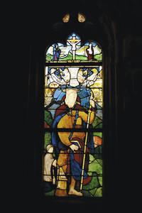 Vitrail Renaissance de la chapelle avec le portrait présumé du donateur Jacques Lemesle