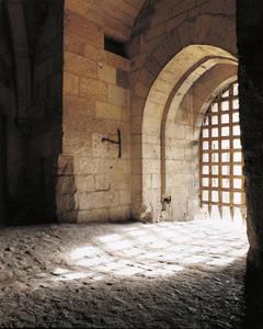 Le système de défense de la porte des Champs : deux herses et deux assommoirs.