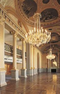 Le grand foyer traité à la manière des galeries d'apparat des grandes demeures françaises des XVIe et XVIIe siècles © Ville d'Angers.Cliché Patrice Campion.