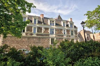 Hôtel Marcouault, Hôtel Thiélin de Monfroux, Hôtel Drouet, Maison de la chapelle du Saugautier, clichés F.Chobard et S.Vitard
