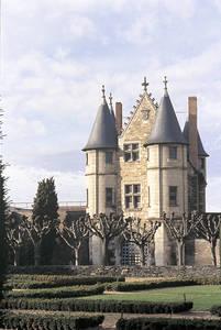 Le châtelet construit vers 1451. Accès à la galerie de l'Apocalypse © Cliché Philippe Berthe. C.M.N. Paris.