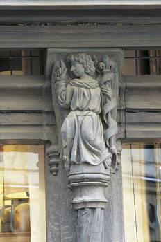 Maison d'Adam : Vierge et ange de l'Annonciation, côté rue Montault © Ville d'Angers - Cliché Thierry Bonnet.