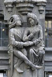 Maison d'Adam : le couple amoureux. Façade du coté de la place Sainte-Croix © Ville d'Angers - Cliché Thierry Bonnet.