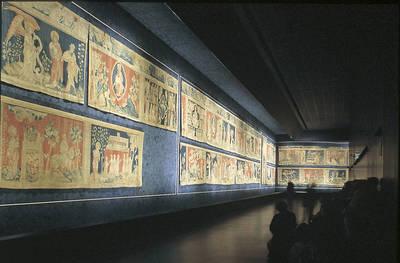 El tapiz del Apocalipsis en su complejo museográfico © Imagen de Philippe Berthe. C.M.N. Paris.