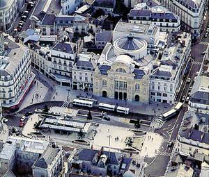 Vue aérienne de la place du Ralliement et du théâtre, 1994 © Ville d'Angers.Cliché Serge Simon.
