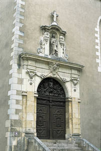 Portail d'entrée de la chapelle © Ville d'Angers.