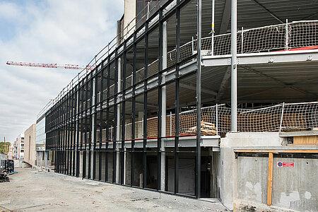 Les vitres de la façade du boulevard Carnot commencent à être posées. <i>(Photo: Jean-Patrice Campion, Ville d'Angers)</i>