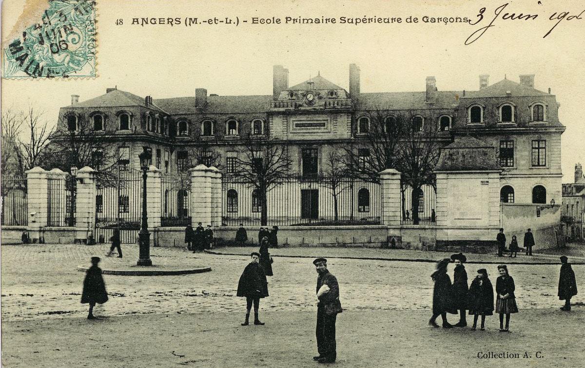 Image d'archive des places de l'Academie et Kennedy.