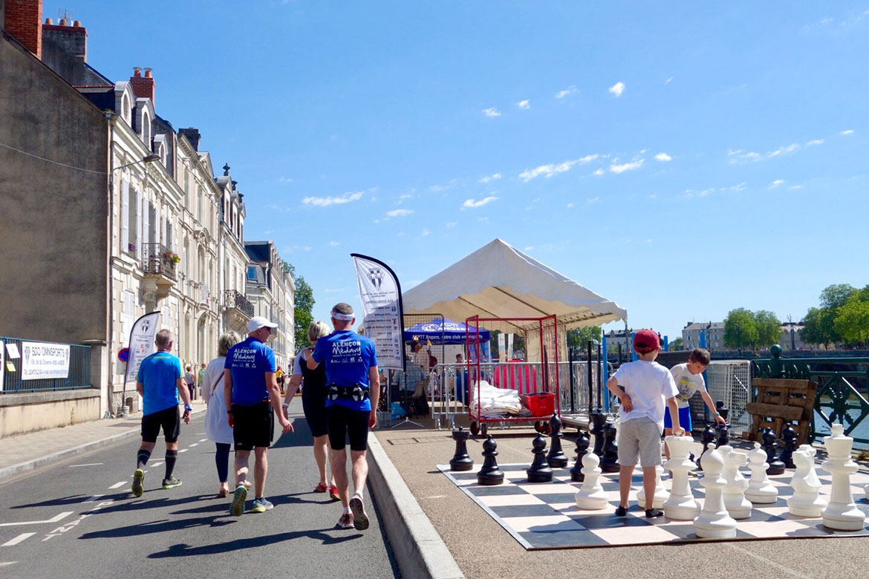 Les clubs présentaient leur activité tout le long du quai des Carmes, jusqu'à l'esplanade du Quai.
