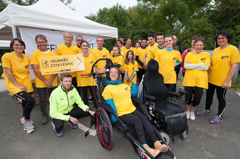Départ de la course Cap Adept, au parc Balzac, pour valides et personnes avec un handicap.