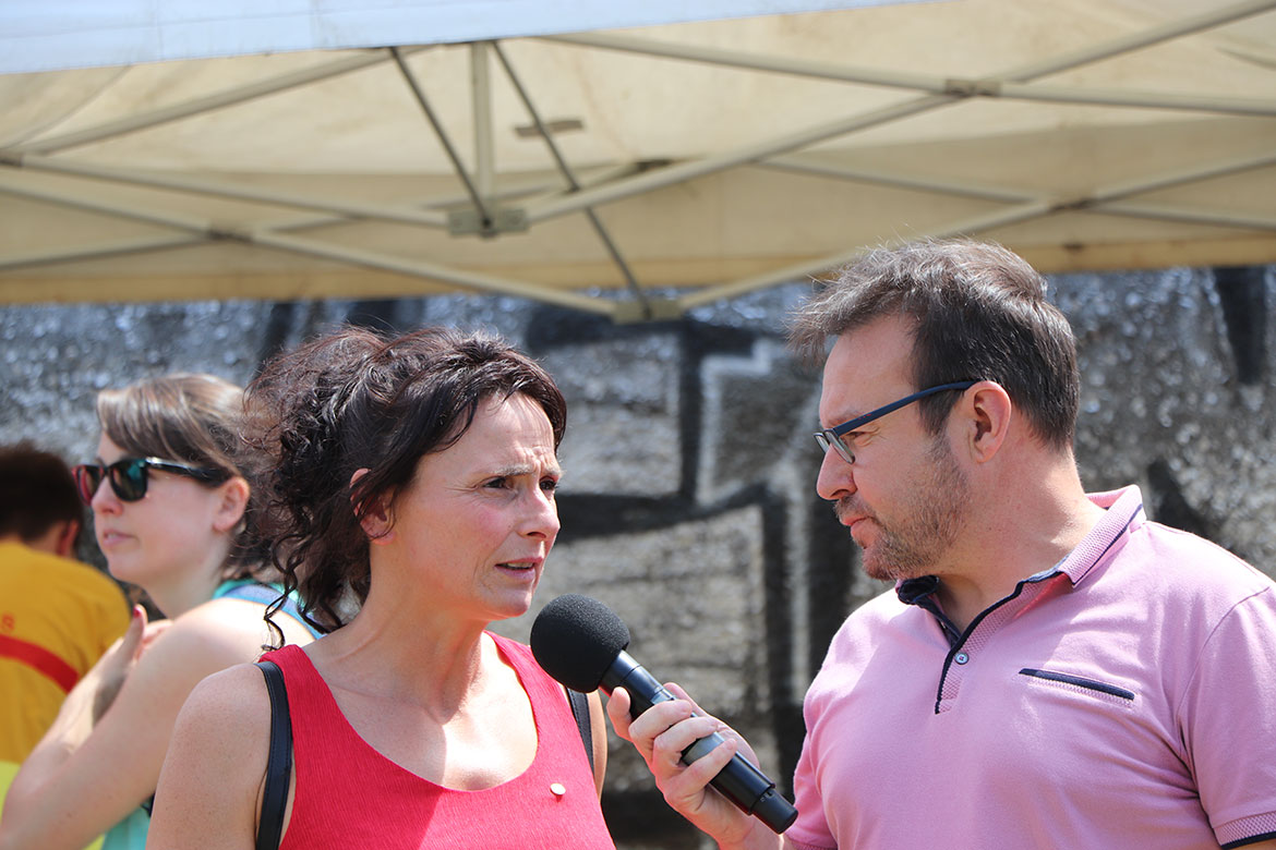 La nageuse handisport Claire Supiot, en interview sur les bords de Maine.