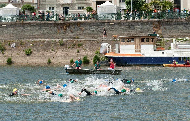 Départ de la course de 3 km en eau libre, donné par Claire Supiot.