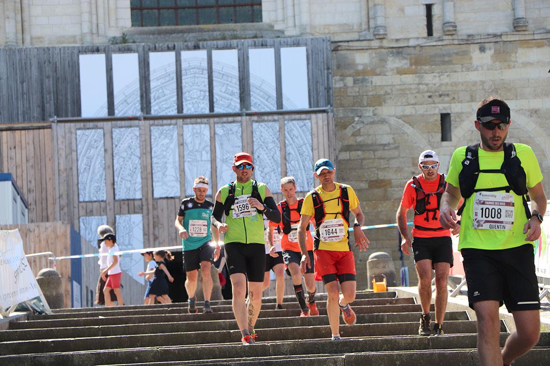 A quelques kilomètres de l'arrivée la fatigue se fait sentir pour les participants des trails de 20 et 30 km.