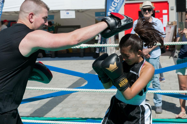 De nombreux licenciés proposaient des démonstrations de leur discipline. Ici la boxe...