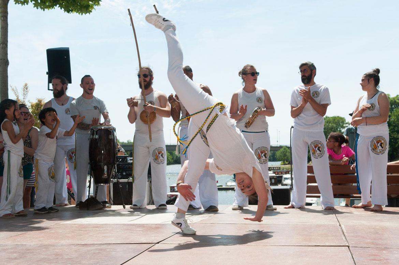 Entre dans et sport de combat, la capoeira se pratique en musique!