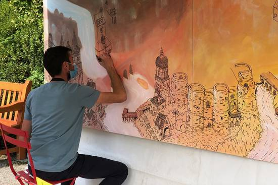 Photo de la réalisation de la fresque participative, avec les artistes Dupin et Duclos.