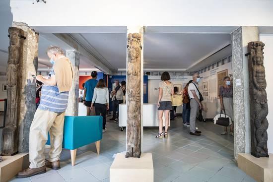 """Photo de l'exposition """"l'architecture en pans de bois"""" au Repaire urbain."""
