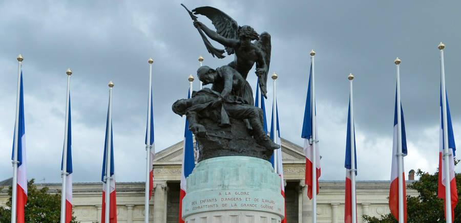 Monument aux morts place Leclerc
