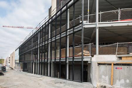 Les vitres de la façade du boulevard Carnot commencent à être posées. (Photo: Jean-Patrice Campion, Ville d'Angers)