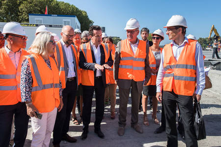 Christophe Béchu et les élus angevins sur le chantier de l'opération Cœur de Maine. (Photo: Jean-Patrice Campion, Ville d'Angers)