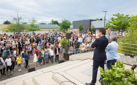 Le maire a réalisé un discours accompagné de l'inspecteur de l'académie du Maine-et-Loire, Benoît Dechambre et du parrain de l'événement, Gary