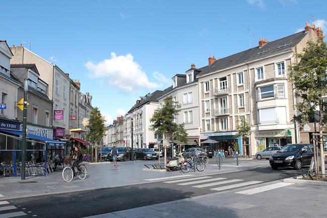 Photo de la place du Lycée rénovée