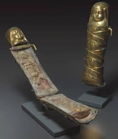 Photo des deux reliquaires en forme de bébé.