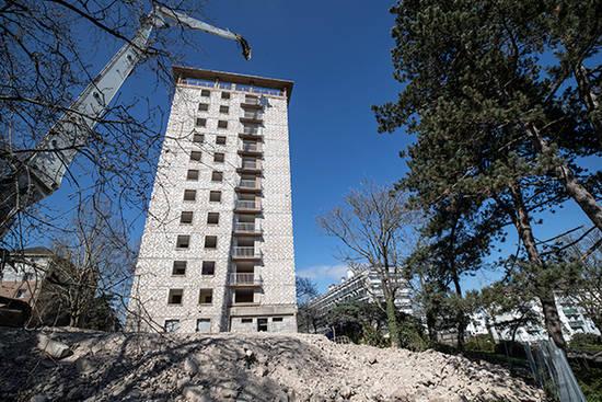 Photo de la décinstruction de la tour Boisramé