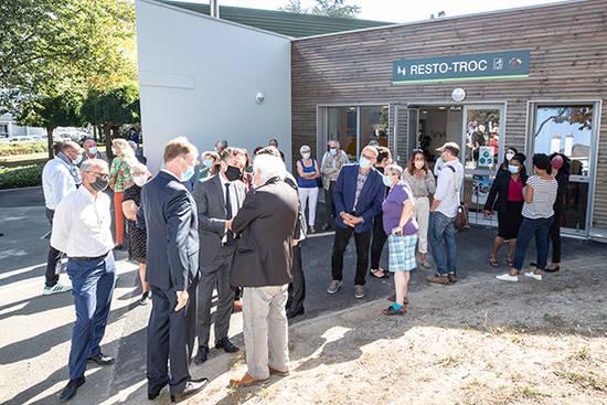 Photo de l'inauguration des locaux rénovés de resto-Troc
