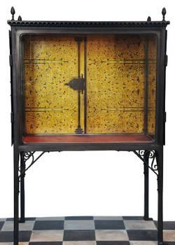 Photo de la vitrine des couronnes de Guarrazar