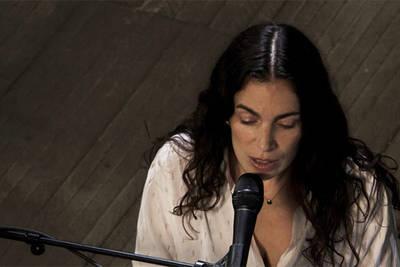 """""""Angers pousse le son"""": diffusion du concert de Yael Naim"""