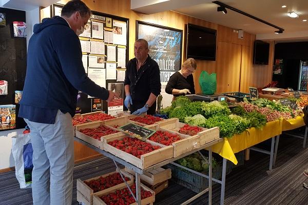 Photo de vente de fruits et légumes au cinéma Les 400 Coups.