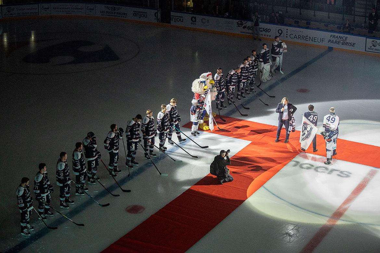 Discours d'inauguration, avec le président des Ducs Michaël Juret, le maire d'Angers Christophe Béchu, et le président de la Fédération française de hockey sur glace Luc tardif.