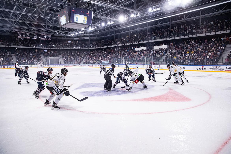 Pour ce premier match à l'Iceparc, l'affiche était de haut niveau avec la réception des Dragons de Rouen, vice-champions de France en titre.