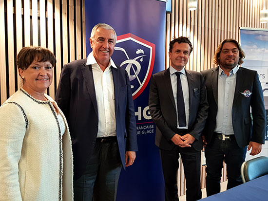 De gauche à droite: Roselyne Bienvenu, adjointe au maire déléguée aux Sports et à l'Egalité hommes-femmes; Luc Tardif, président de la FFHG; le maire d'Angers Christophe Béchu; Michaël Juret, président des Ducs d'Angers.