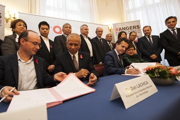 """Un contrat d'alliance """"électronique"""" entre Angers et les Philippines"""